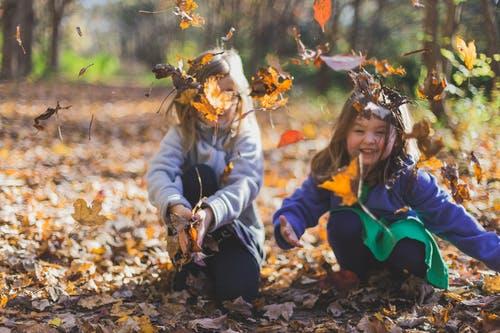děti listí