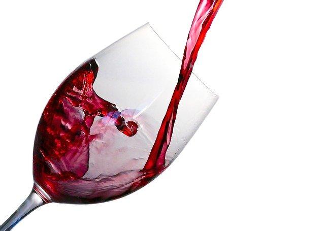 nalévání vína.jpg
